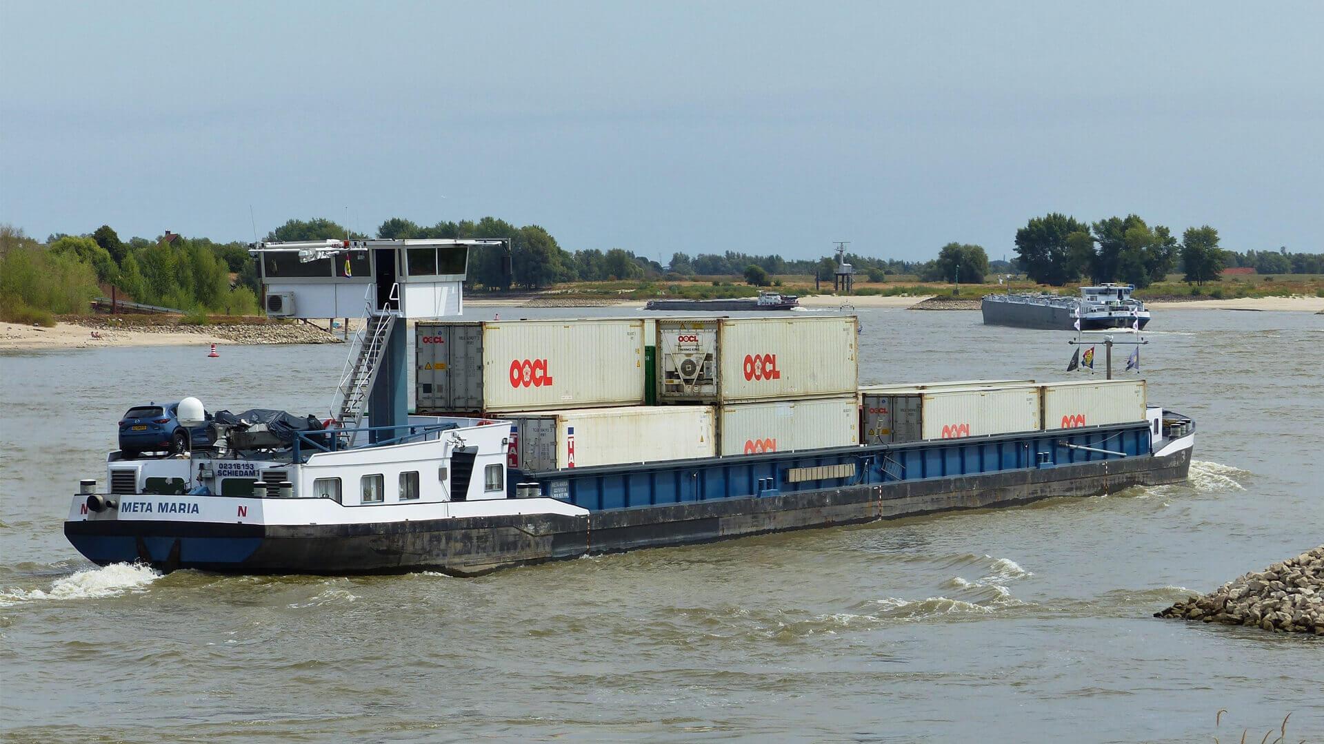 Container Terminal Doesburg binnenvaartschip reefer container