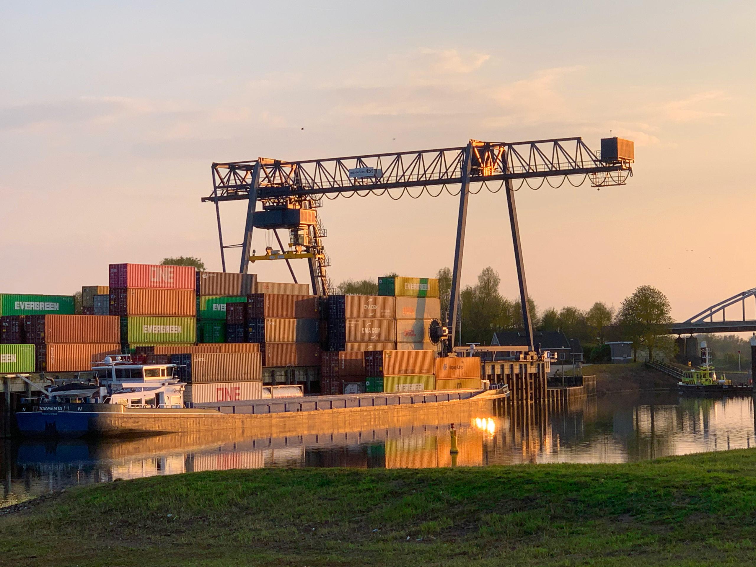 Uniek samenwerkingsverband tegen congestie in de binnenvaart