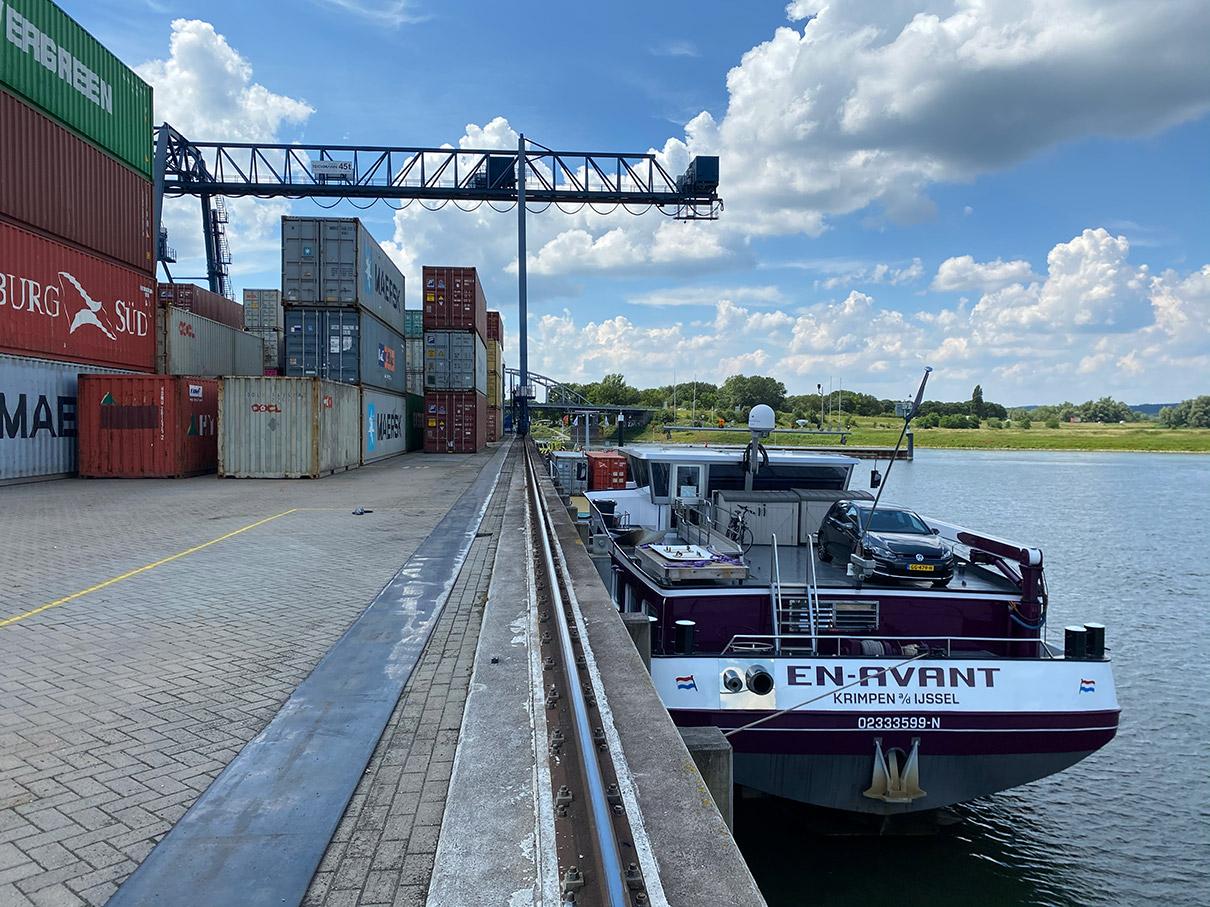 Binnenvaartschip En-Avant